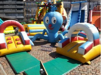 Parc d'attraction gonflable